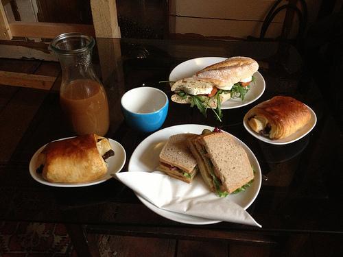 Frühstückstisch im leuchtstoff