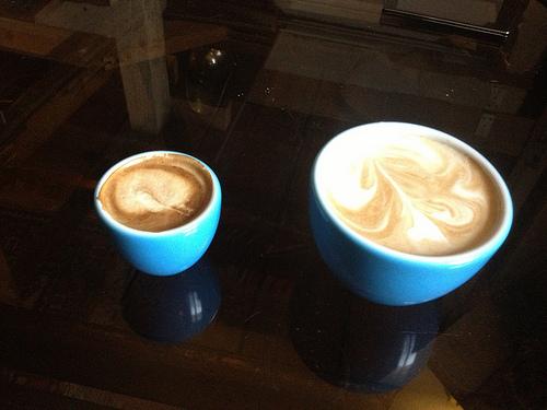 Zweiter Versuch: Doppelter Espresso Macchiatto (2,20) an Cafe Latte (2,60)