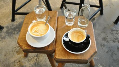 kaffee an tischchen