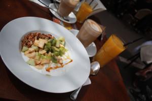 Frühstück 'Good Morning' mit Milchkaffee und O-Saft (60 NIS = ca. 12 €)